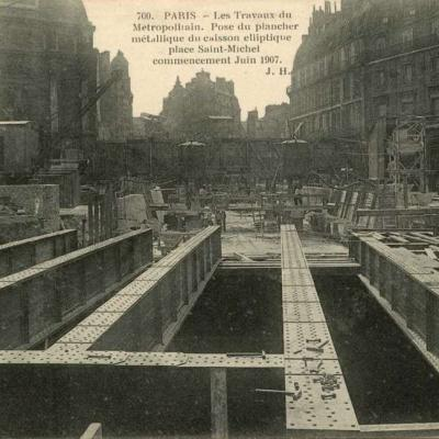 JH 700 - Pose du placher métallique Place Saint-Michel