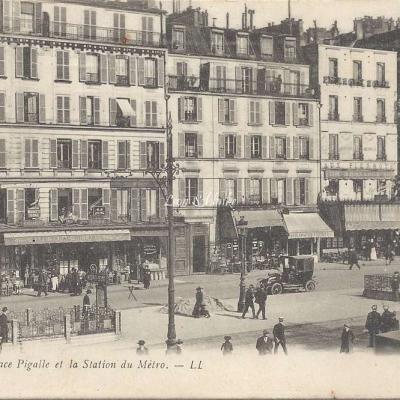 LL - La Place Pigalle et la Station du Métro
