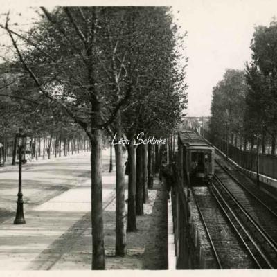 LL 1703 (Photo) - Une rame au Bd Saint-Jacques