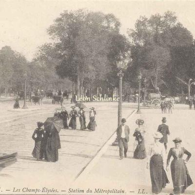 LL 18 - Les Champs Elysées. Station du Métropolitain