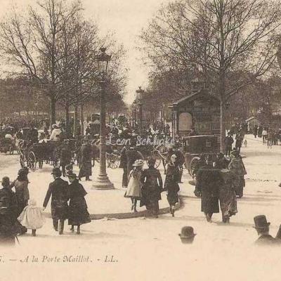 300 - PARIS - A la Porte Maillot