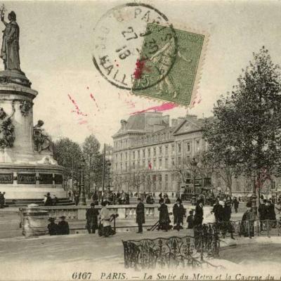 LL 6167 - PARIS - La Sortie du Métro et la Caserne du Château d'Eau
