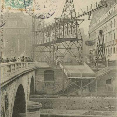 LM 2 - Place Saint-Michel, déchargement du Wagonnet