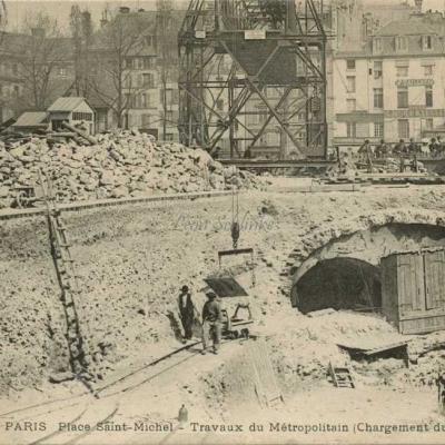 LM 3 - Place Saint-Michel, chargement du Wagonnet