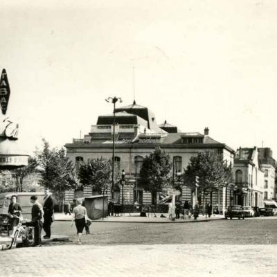 Lyna 2.013 - Place de la Mairie