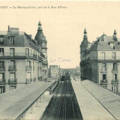 Marmuse 42 - PARIS-PASSY - Le Métropolitain, pris de la Rue Albony
