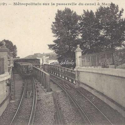 JH 510 - Metropolitain sur la passerelle du canal à Mazas
