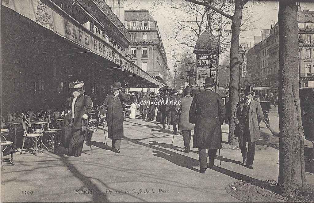 ND 1599 - PARIS - Devant le Café de la Paix
