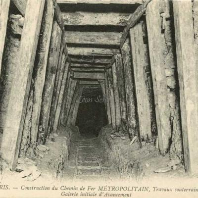 ND 1979 - Travaux souterrains, galerie initiale d'avancement
