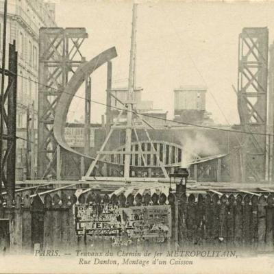 ND 2252 - Rue Danton, montage d'un caisson