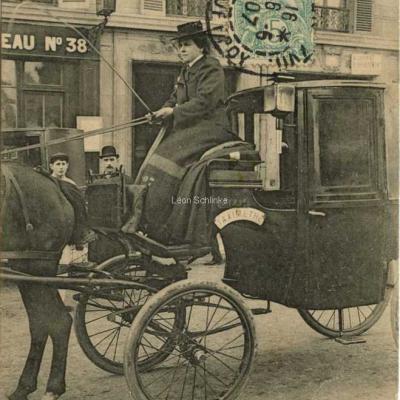 ND 2263 - Sur le siège, Mme Dufaut