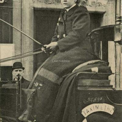 ND 2264 - Sur le siège, Mme Dufaut