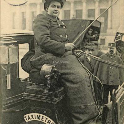 ND 2277 - Mme Charnier sur son siège