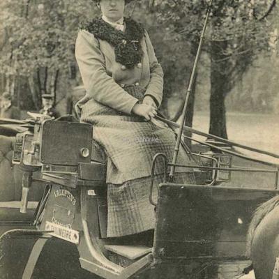 ND 2344 - Mlle Blanche Etienne de la Valentin's Company