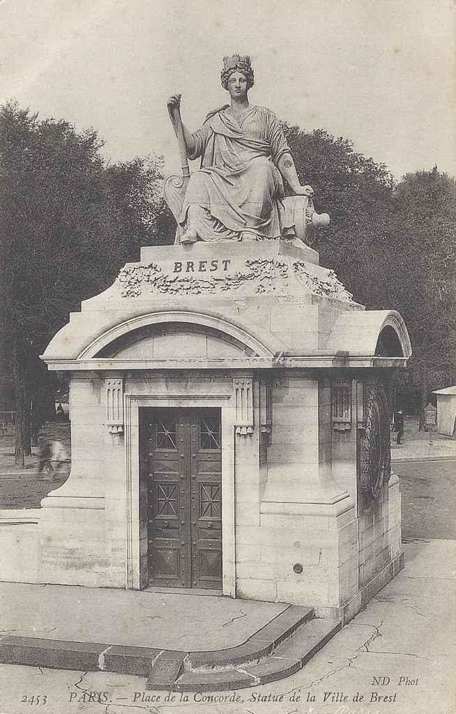 ND 2453 - Place de la Concorde, Statue de la Ville de Brest