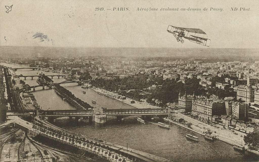 ND 2949 - PARIS - Aéroplane évoluant au-dessus de Passy