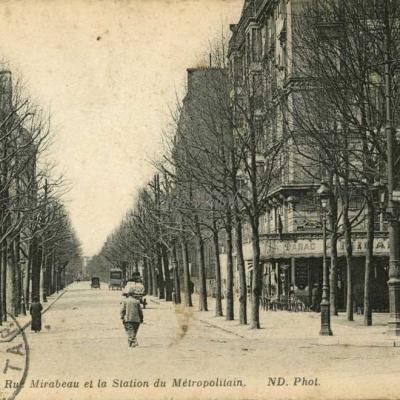 ND - PARIS - La Rue Mirabeau et la Station du Métropolitain