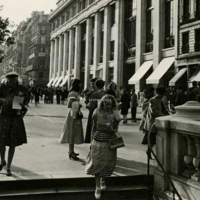 Photo - Entrée Alma-George V au niveau du 44 Champs-Elysées