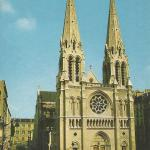 PI 2718 - L'Eglise St-Jean Baptiste et le métro Jourdain