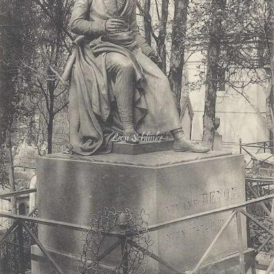 11 - Monument du Baron Denon