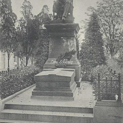 33 - Monument de Gramme