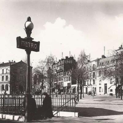 Raymon 274 - Montreuil - La Place, le Métro et la Poste