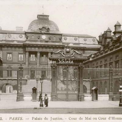 Rose 92 - Palais de Justice - Cour de Mai ou d'Honneur