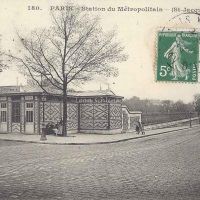 JH 180 - Station du Métripolitain (St-Jacques)