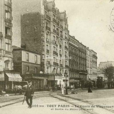 Tout Paris 266bis - Le Cours de Vincennes et Sortie du Métro