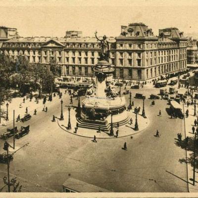 YVON 309 - PARIS - Place de la Republique (2)