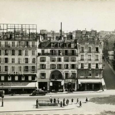 Yvon 682 - PARIS...en flanant - La Place Pigalle - Le Tabac