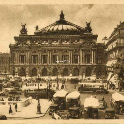 H. 729 - PARIS...  EN FLANANT - Place de l'OPéra
